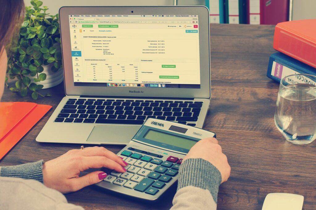 An accountant calculating taxes for a client | What is Cassetto Fiscale