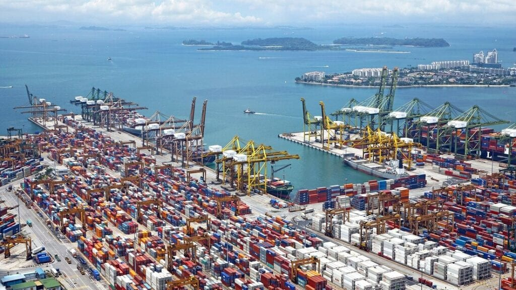 Import and exports for Italy | A trade harbor in Italy