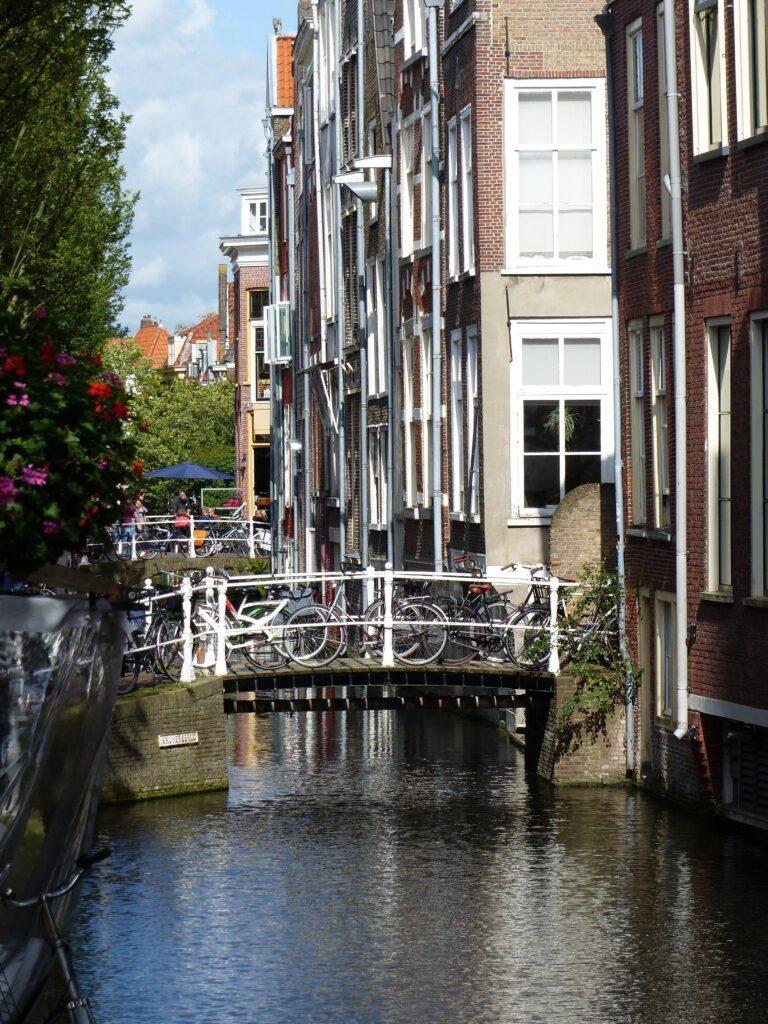 Appartamenti di Amsterdam sul canale | Holding in Olanda